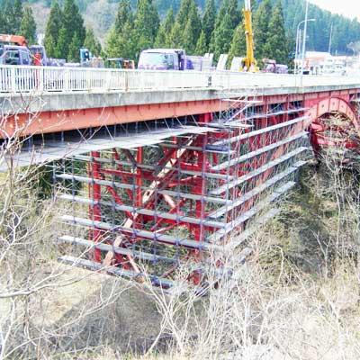 新牛滝橋上部吊足場工事